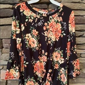 🌸🌼NWT Floral Spring Top 🌼🌸